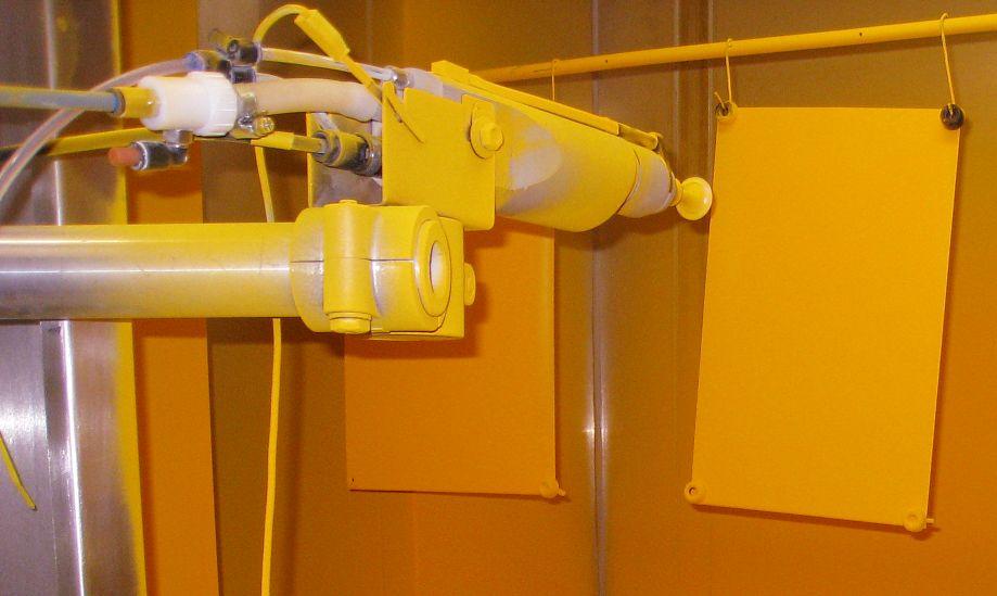 Optimierung der Lackschichtqualität beim Verarbeiten von Pulverlacken durch Einsatz von gepulster Hochspannung und gepulster Pulverförderung