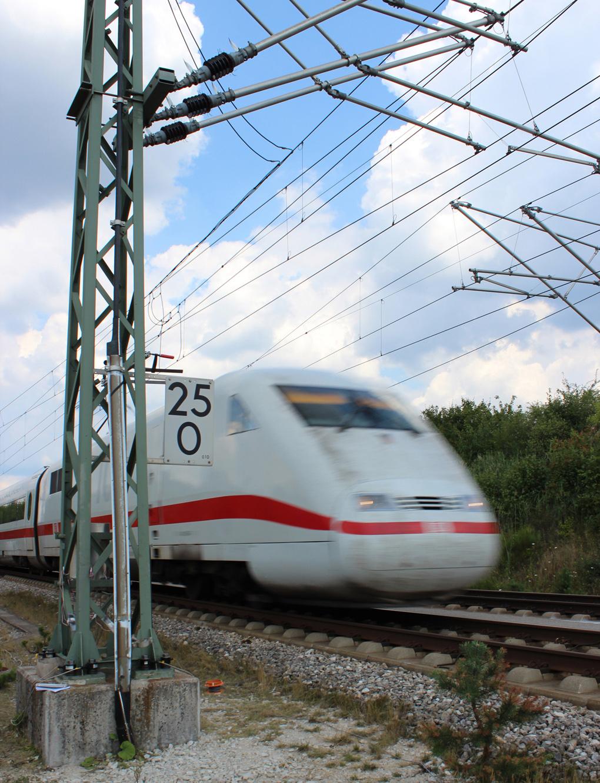 Untersuchungen zur Ermüdungsrelevanz der Beanspruchungen durch Druck- und Sogbeanspruchungen aus Zugverkehr an Hochgeschwindigkeitsstrecken für die Verankerungen von Fahrleitunsmasten der Deutschen Bahn AG